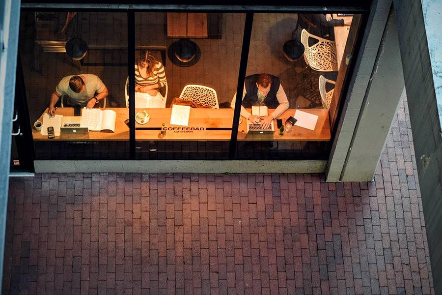 cafeterías y zonas de trabajo
